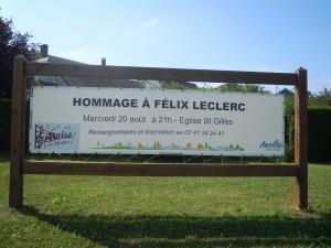 banderole hommage f Leclerc